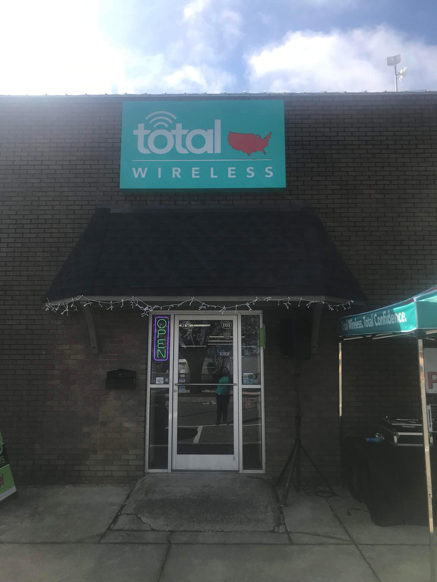 Total Wireless Store front image in Forest City,  NC