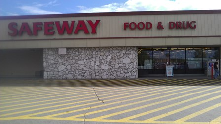Safeway Store Front Picture at 3301 N Santa Claus Lane in North Pole AK