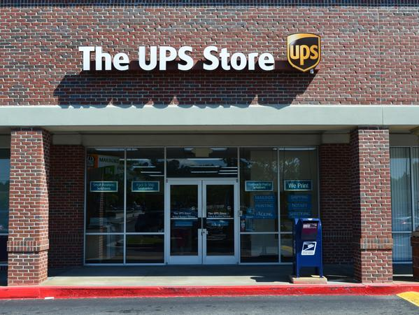 Facade of The UPS Store Powder Springs