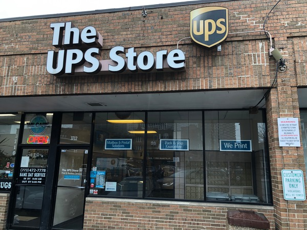 Facade of The UPS Store Chicago