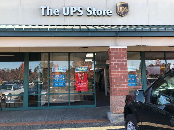 Facade of The UPS Store Tigard