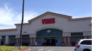 Vons Store Front Picture at 2701 B Harbor Blvd in Costa Mesa CA