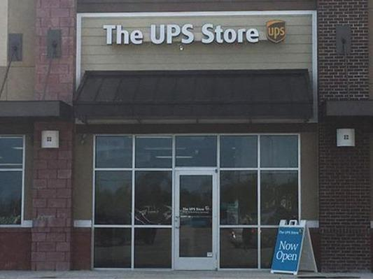 Storefront photo of The UPS Store #7152 in Hampstead, NC near Surf City, NC
