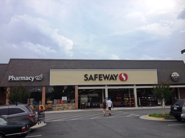 Safeway Store Front Picture at 9881 Georgetown Pike in Great Falls VA