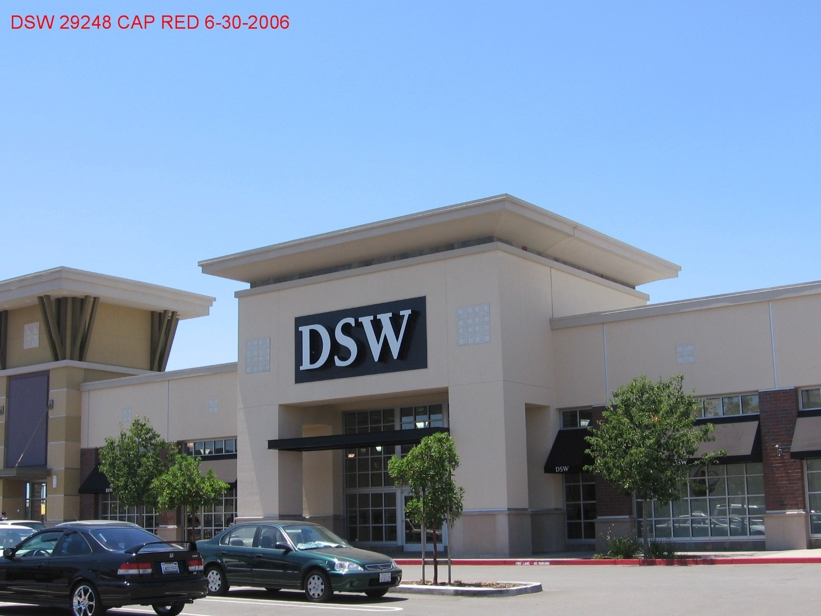 dsw store hrs