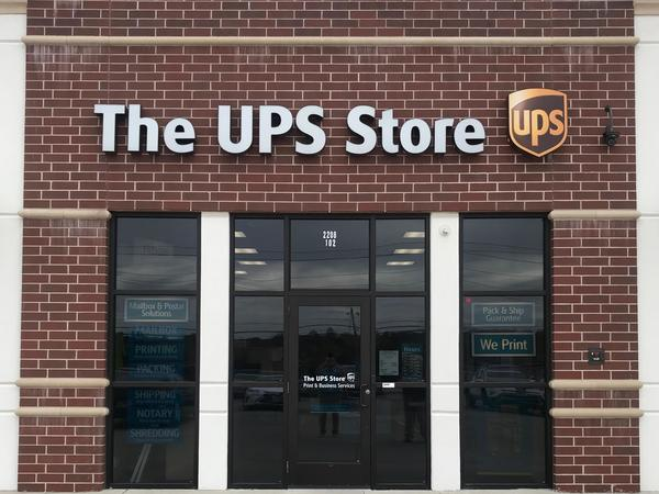 Exterior storefront image of The UPS Store #6277 in Jefferson City, MO