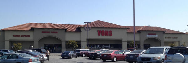 Vons Store Front Picture at 16830 San Fernando Mission Blvd in Granada Hills CA