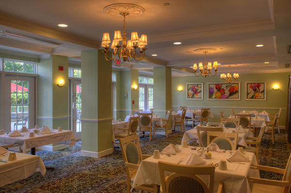 Senior Lifestyle Harbour Senior Living of South Hills Dining Photo