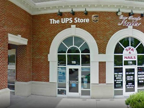 Exterior storefront image of The UPS Store #5761 in Virginia Beach, VA