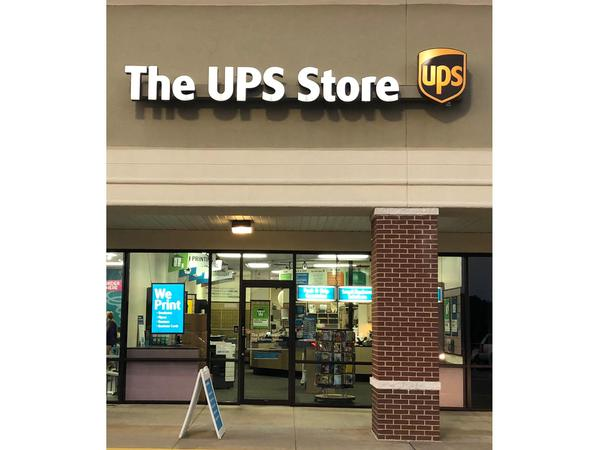 Facade of The UPS Store Newnan