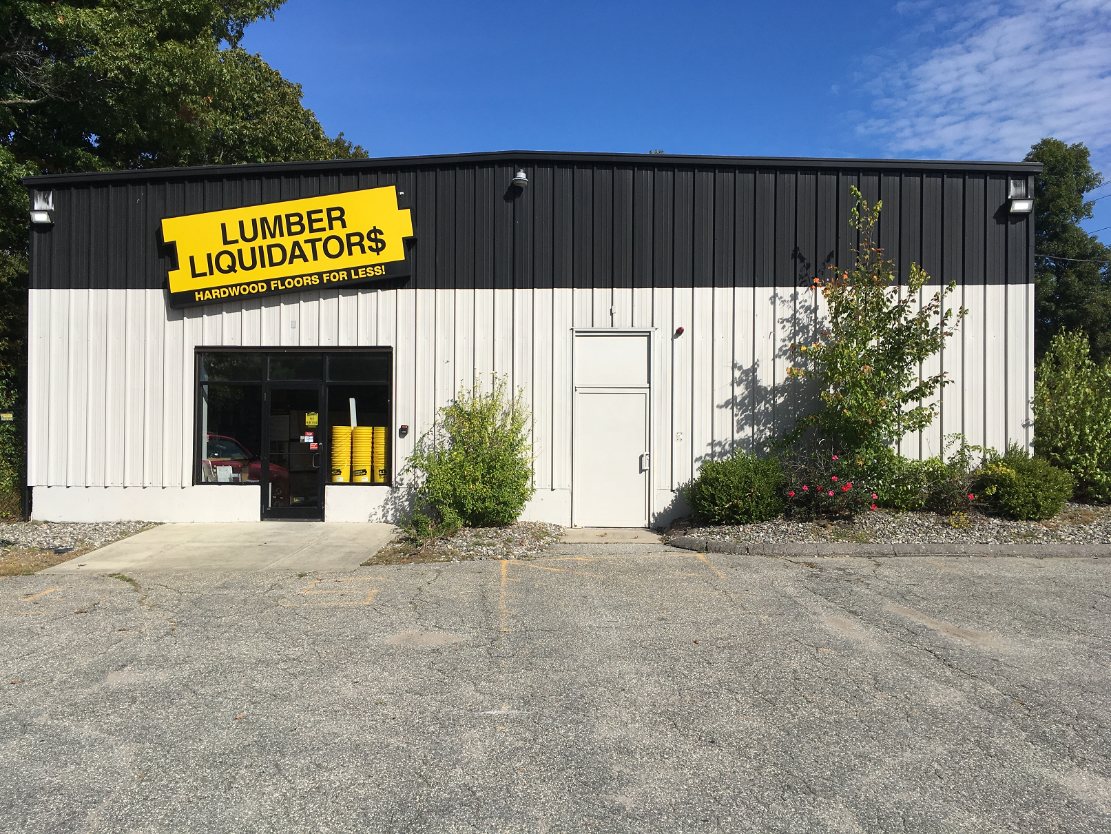 Lumber Liquidators Flooring #1305 Wilbraham | 2148 Boston Road | Store Front