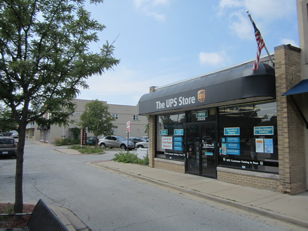 Facade of The UPS Store Lincolnwood