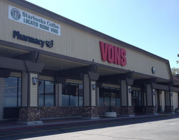 Vons Store Front Picture at 7789 Foothill Blvd in Tujunga CA