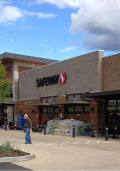 Safeway Store Front Picture at 1451 Highlands Dr in Issaquah WA