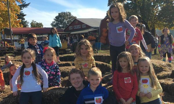 Yujin Gakuen school field trip to the pumpkin patch.