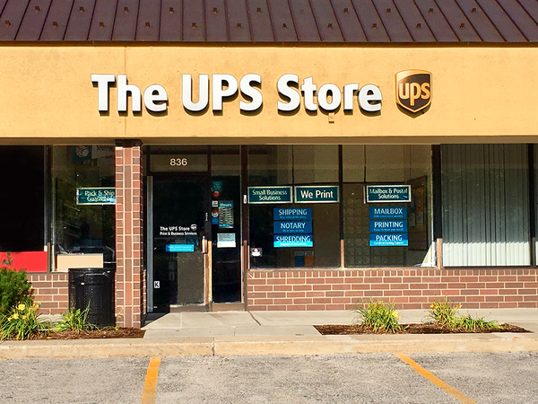 Facade of The UPS Store Elk Grove Village