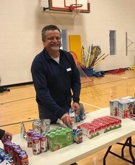 Allstate Insurance Agent Michael Angles volunteering in Chantilly, VA