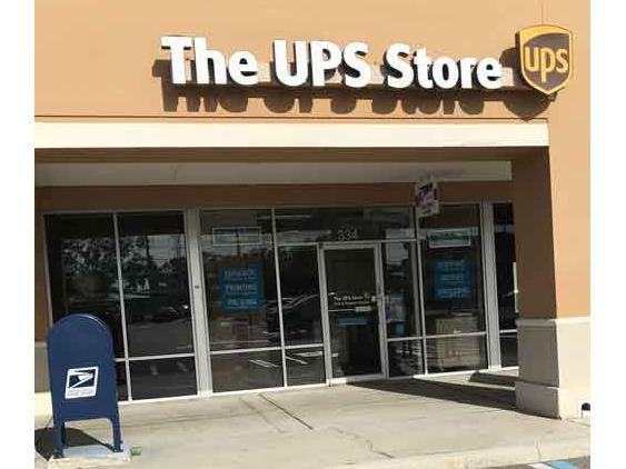 Facade of The UPS Store Palm Harbor