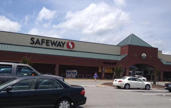 Safeway Store Front Picture at 8785 Branch Ave in Clinton MD