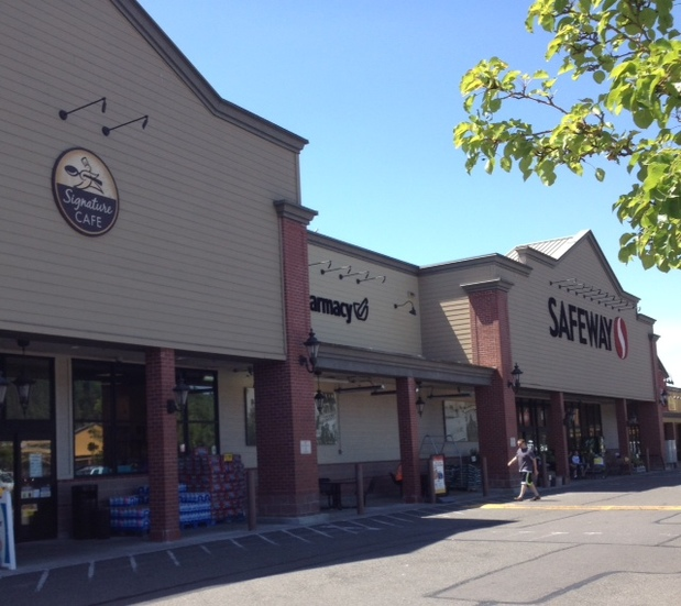 Safeway Store Front Picture at 215 Whitesell St NW in Orting WA