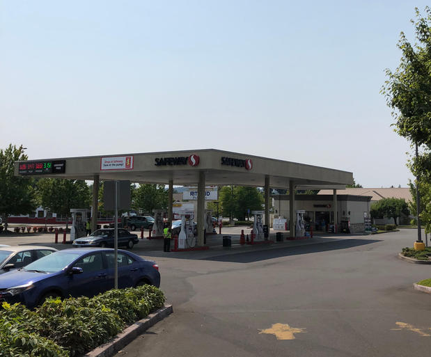 Picture of Safeway Fuel Station at 14679 SW Teal Blvd in Beaverton OR