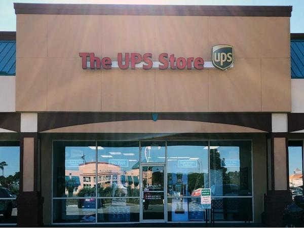 Exterior storefront image of The UPS Store 2222 in Miramar Beach, FL