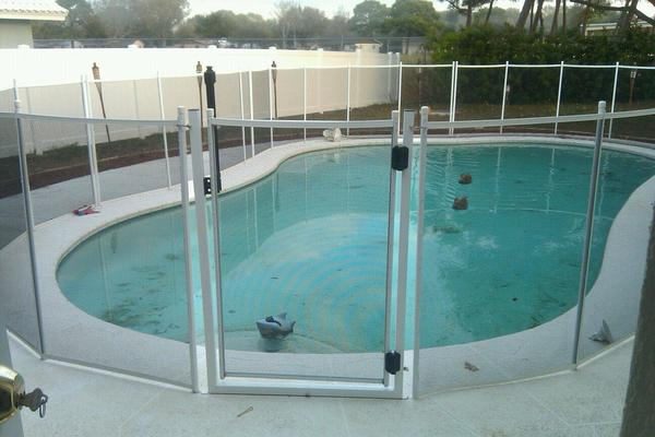 Image of Pool Guard Removable Pool Safety Gate