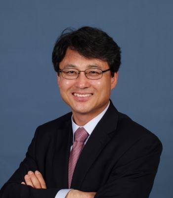 Photo of Jin Lee