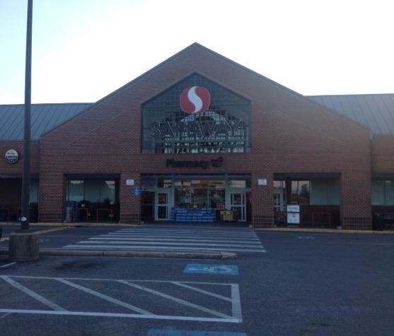 Safeway Store Front Picture at 5980 Kingstowne Towne Center in Alexandria VA