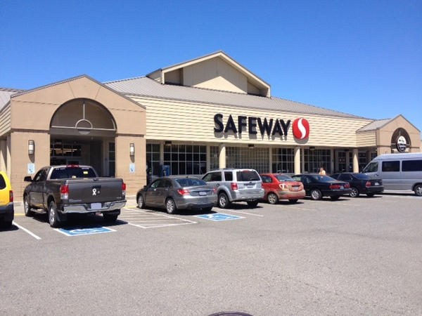 Safeway Store Front Picture at 230 E Johnson Ave in Coos Bay OR