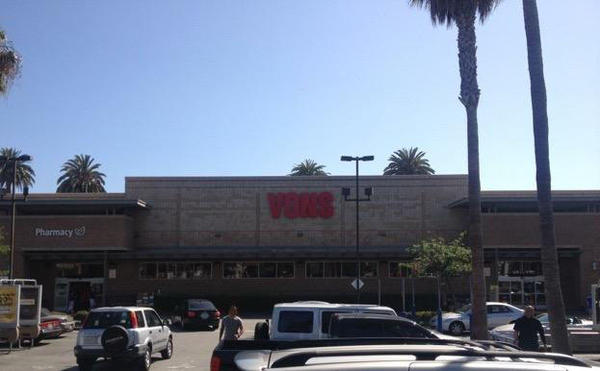 Vons Store Front Picture at 710 Broadway in Santa Monica CA