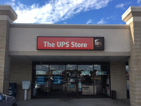 Facade of The UPS Store Marshfield