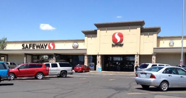 Safeway Store Front Picture at 902 W Francis Ave in Spokane WA