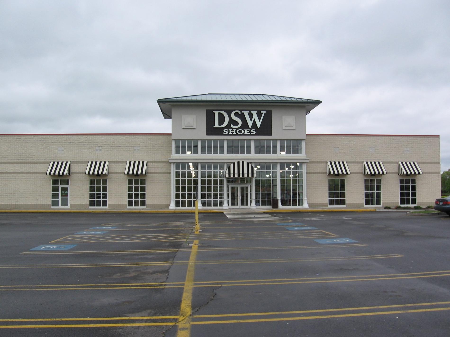 Dsw Designer Shoe Warehouse New Britain Avenue Plainville Ct