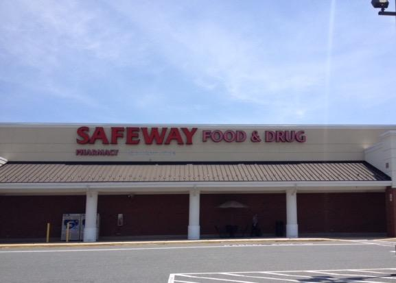 Safeway Store Front Picture at 4215 Cheshire Station Plaza in Dale City VA