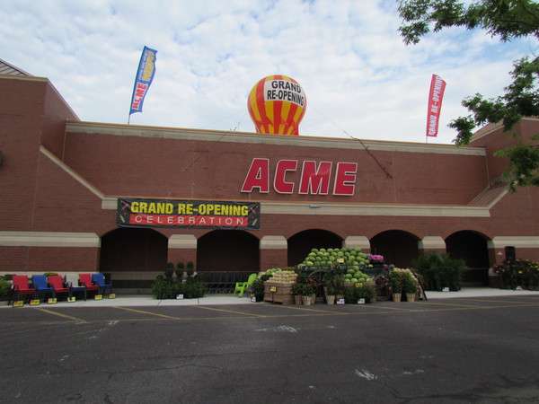 Acme Markets store front picture of store at 631 Mantua Pike in Woodbury NJ