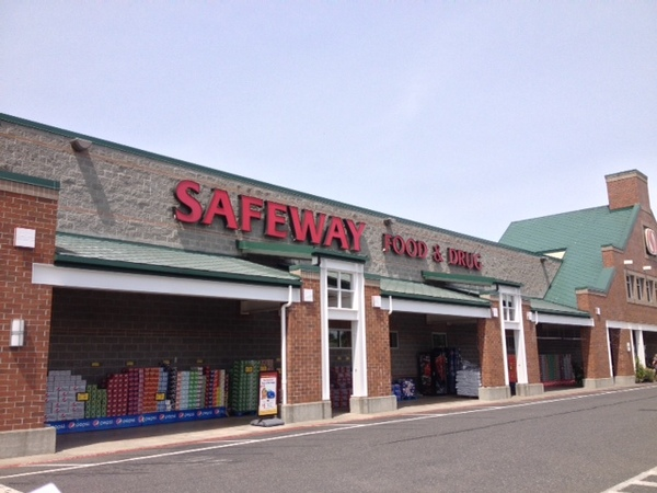 Safeway Store Front Picture at 8071 Guide Meridian Rd in Lynden WA