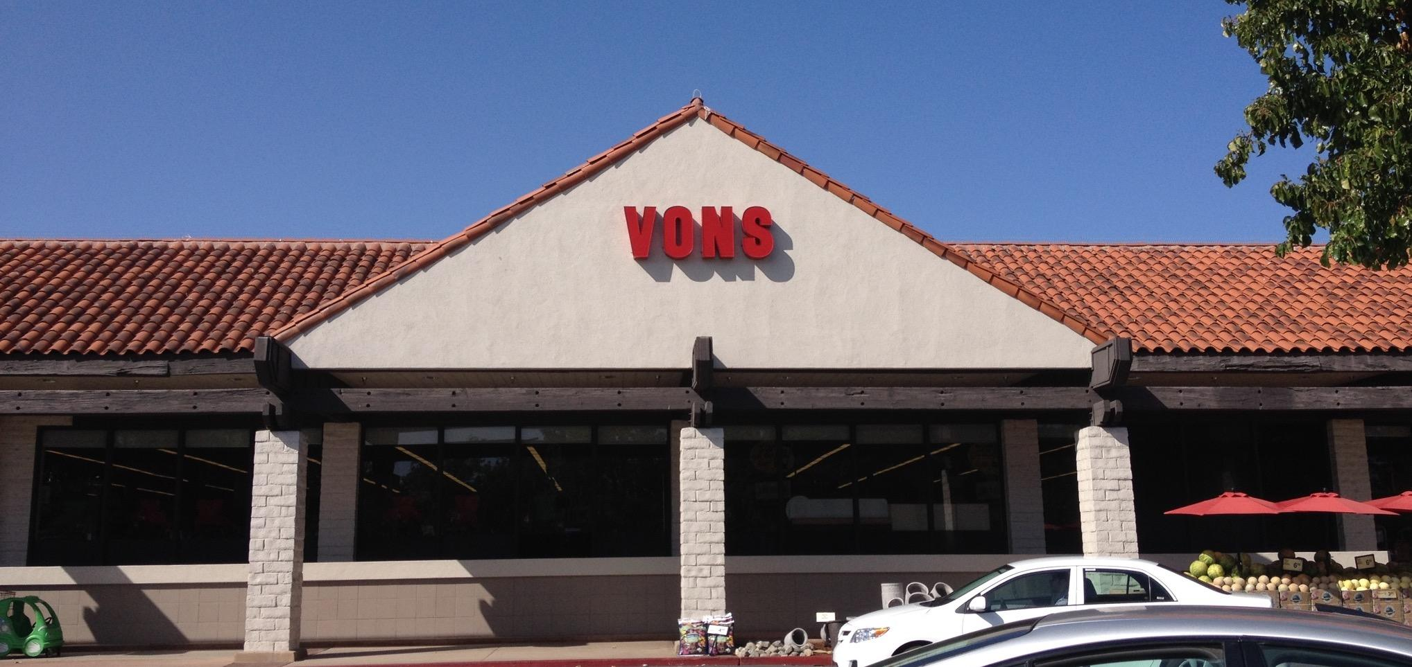 Vons Store Front Picture at 2725 Agoura Rd in Thousand Oaks CA