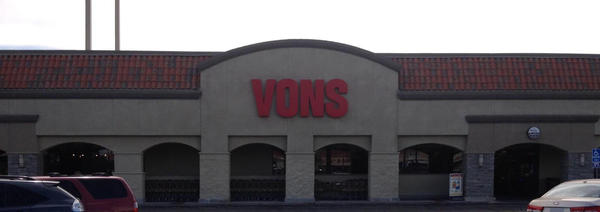 Vons Store Front Picture at 9119 Reseda Blvd in Northridge CA