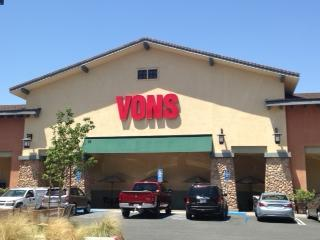 Vons Store Front Picture at 11800 De Palma Rd in Corona CA