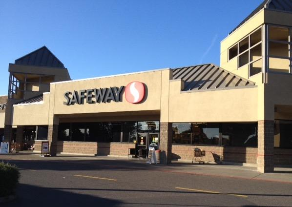 Safeway Store Front Picture at 2525 SE Tualatin Valley Highway in Hillsboro OR