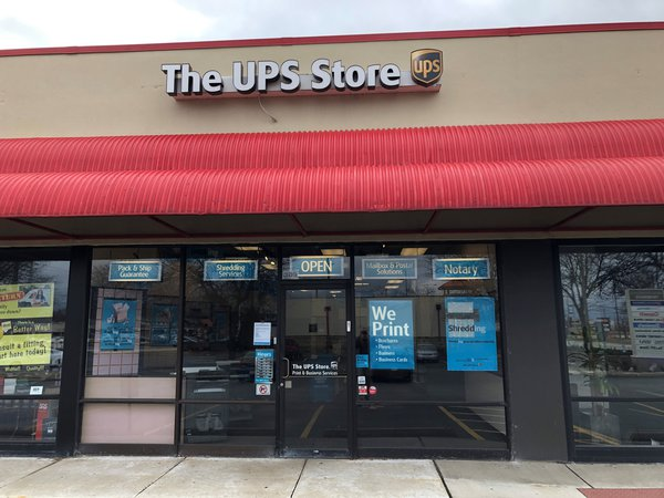 Facade of The UPS Store Arlington Heights