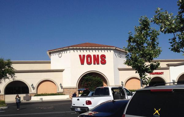 Vons N The Old Rd Store Photo