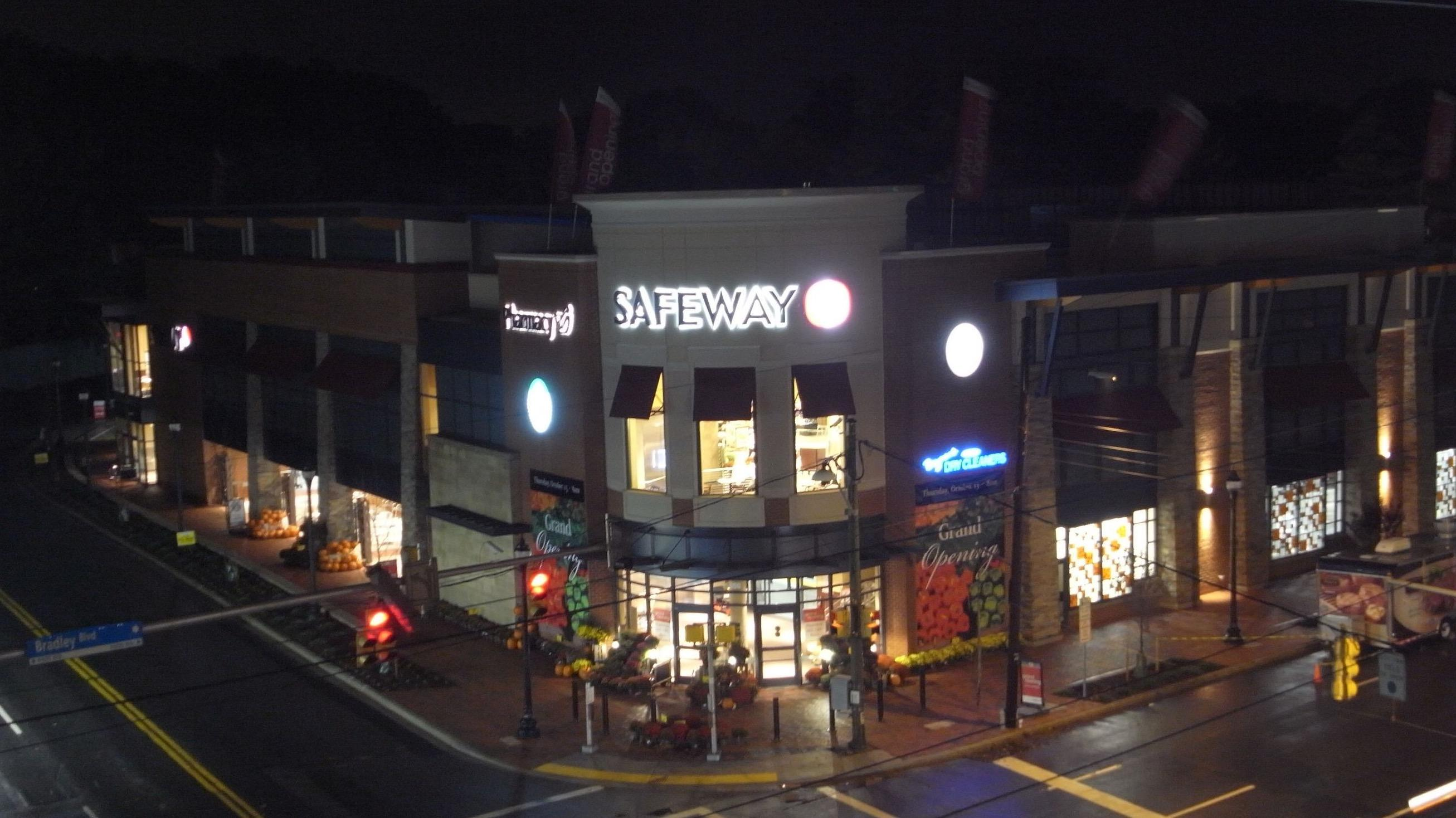 Safeway Store Front Picture at 4701 Sangamore in Bethesda MD
