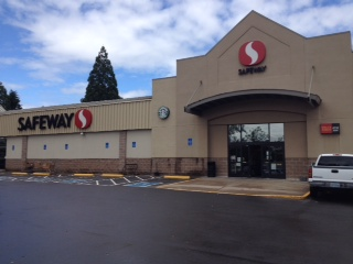 Safeway Store Front Picture at 95 82nd Dr in Gladstone OR